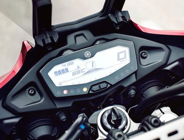 Yamaha Tracer 700 LED display