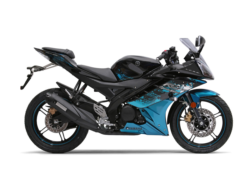 Yamaha YZF-R15 in midnight black colour