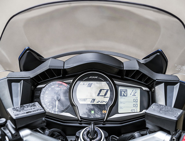 Yamaha FJR1300AE instrument panel