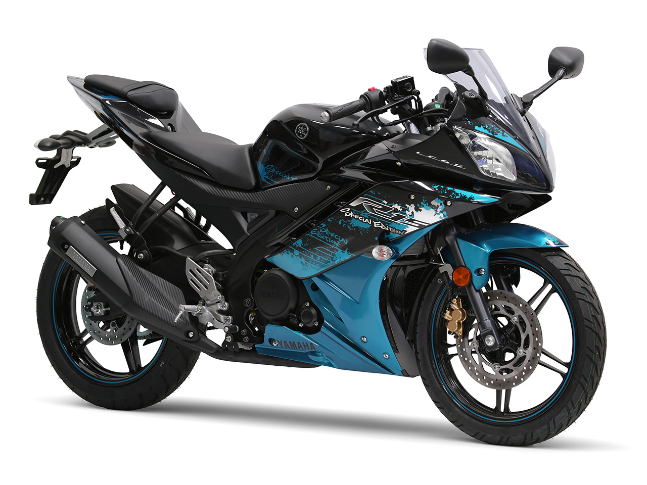 Yamaha YZF-R15 in midnight black colour00